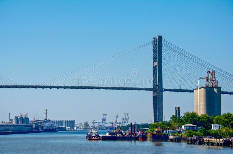 Γέφυρα αναστολής ποταμών σαβανών στοκ φωτογραφία