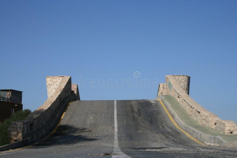 Download γέφυρα απότομα στοκ εικόνες. εικόνα από δρόμος, σχέση - 2230890