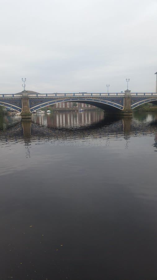 Γέφυρα Βικτώριας πέρα από τα γράμματα Τ ποταμών στοκ εικόνες με δικαίωμα ελεύθερης χρήσης