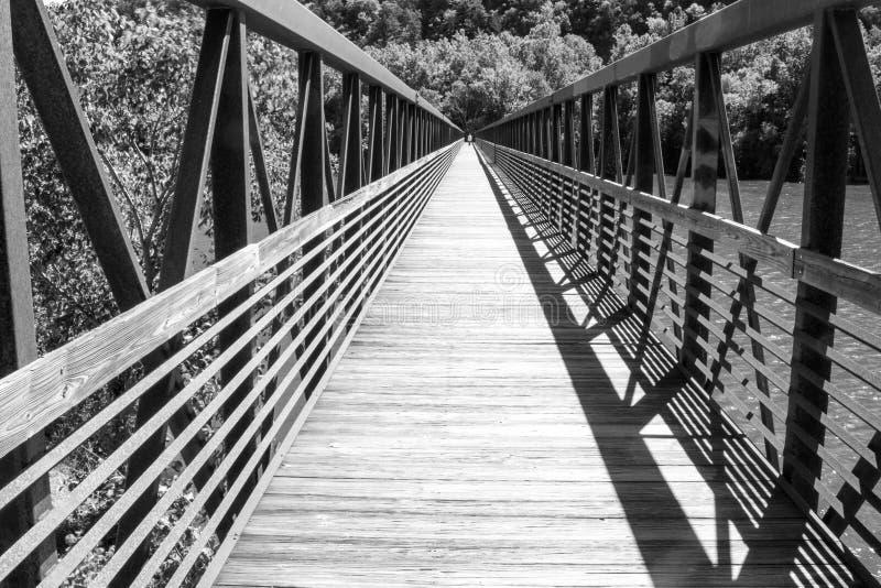 Γέφυρα για πεζούς ποταμών του James στοκ φωτογραφίες