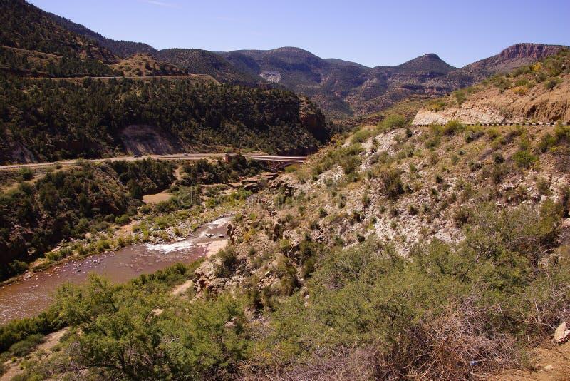 Γέφυρα εθνικών οδών στο αλατισμένο φαράγγι ποταμών στοκ φωτογραφίες με δικαίωμα ελεύθερης χρήσης