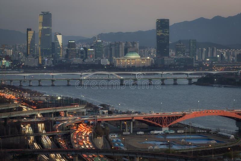 Γέφυρα και Yeouido Seongsan στο ηλιοβασίλεμα στοκ εικόνες με δικαίωμα ελεύθερης χρήσης