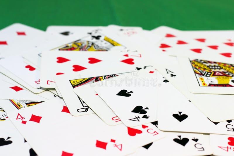 γέφυρα καρτών διεσπαρμένη στοκ εικόνες