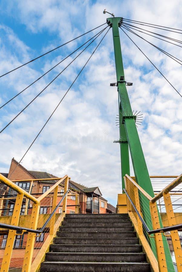 Γέφυρα καλωδίων πέρα από τον ποταμό Nene στο Νόρθαμπτον στοκ εικόνα με δικαίωμα ελεύθερης χρήσης