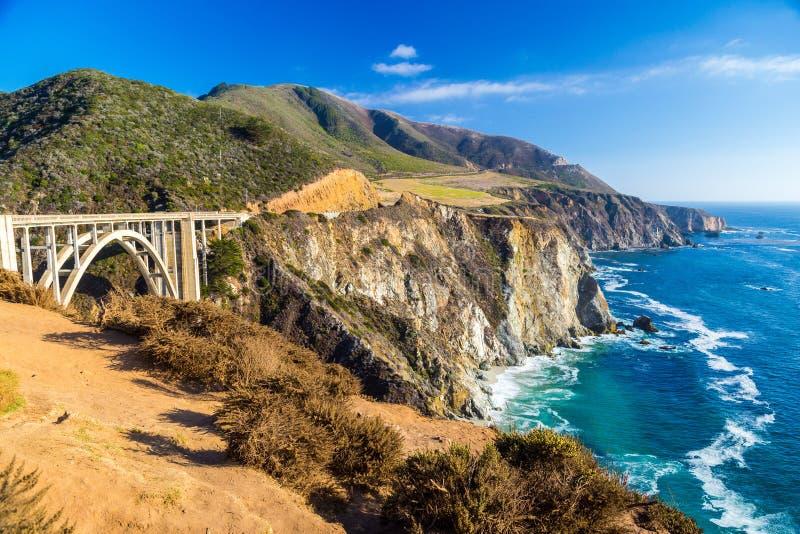 Γέφυρα κολπίσκου Bixby ορόσημων σε μεγάλο Sur, Καλιφόρνια στοκ φωτογραφίες