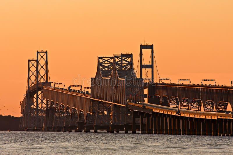 Γέφυρα κόλπων Chesapeake στο σούρουπο στοκ εικόνα
