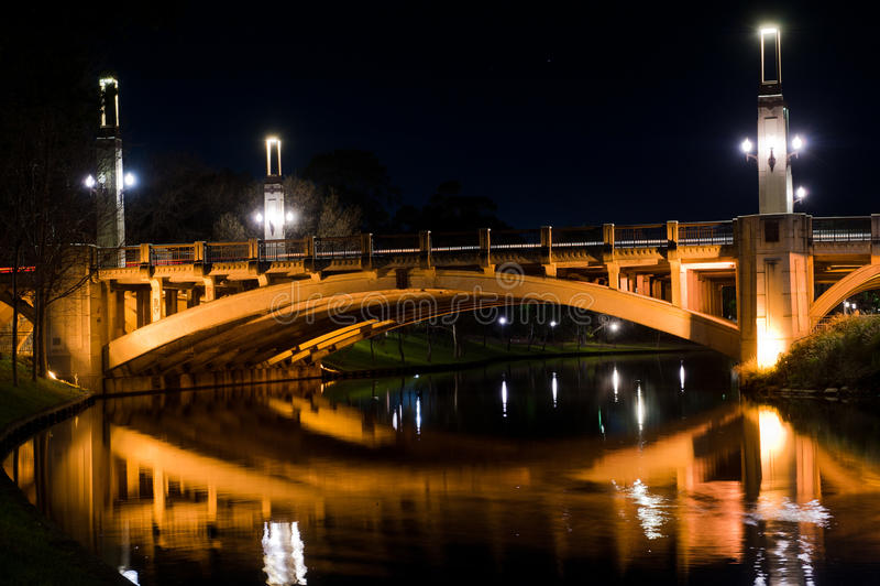 Γέφυρα οδών του William βασιλιάδων τη νύχτα στοκ φωτογραφία με δικαίωμα ελεύθερης χρήσης