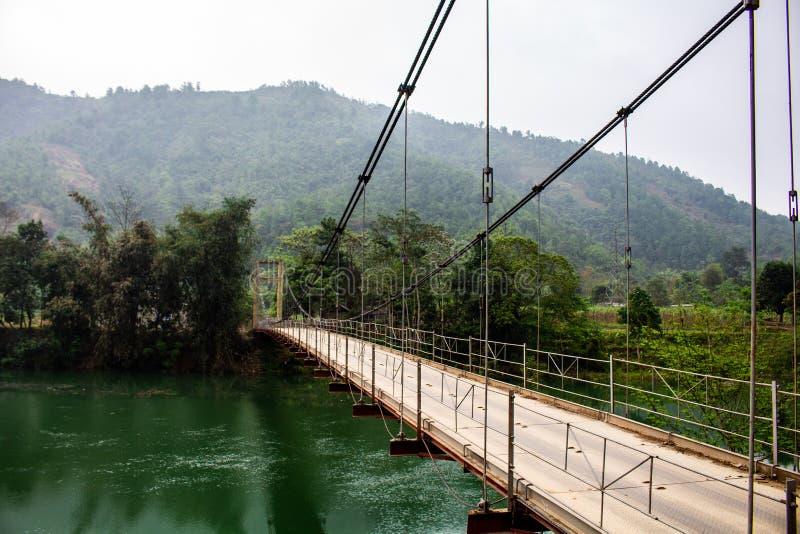 Γέφυρα πέρα από έναν ποταμό στοκ φωτογραφία με δικαίωμα ελεύθερης χρήσης