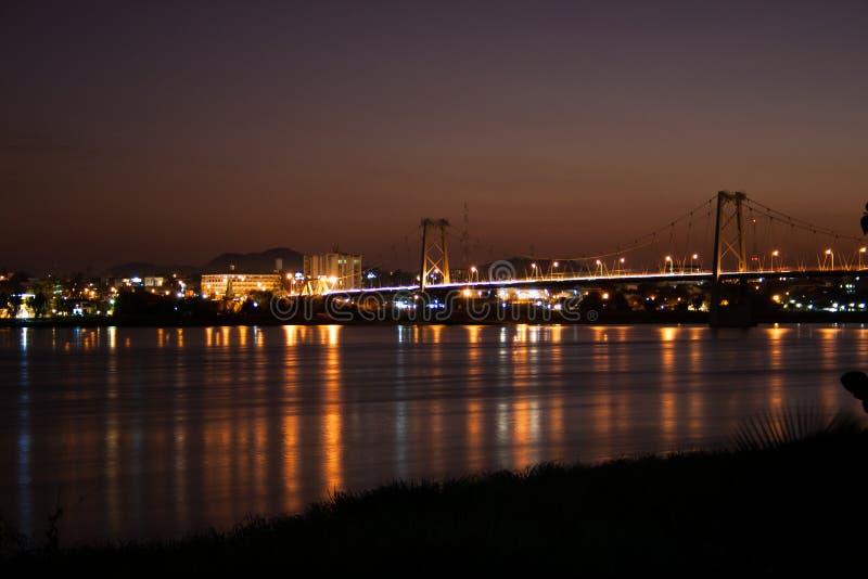 Γέφυρα πέρα από τον ποταμό Ζαμβέζη σε Tete κατά τη διάρκεια της νύχτας στοκ εικόνες με δικαίωμα ελεύθερης χρήσης