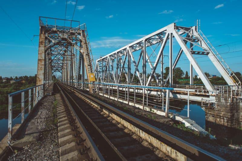 γέφυρα πέρα από τον ποταμό σι& στοκ εικόνα