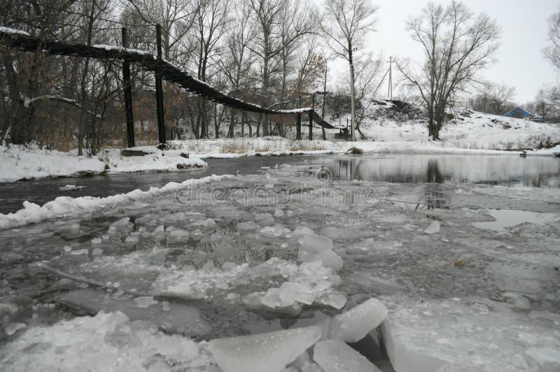 γέφυρα πέρα από τον ποταμό στοκ εικόνες με δικαίωμα ελεύθερης χρήσης