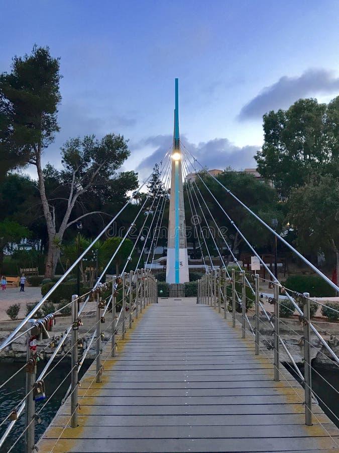 Γέφυρα πέρα από τον ποταμό στοκ φωτογραφίες με δικαίωμα ελεύθερης χρήσης
