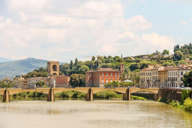 Γέφυρα πέρα από τον ποταμό Arno Ponte alle Grazie, Φλωρεντία, Ιταλία στοκ φωτογραφία με δικαίωμα ελεύθερης χρήσης