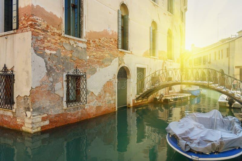 Γέφυρα πέρα από το κανάλι Ρίο Della Maddalena Βενετία r στοκ φωτογραφία με δικαίωμα ελεύθερης χρήσης