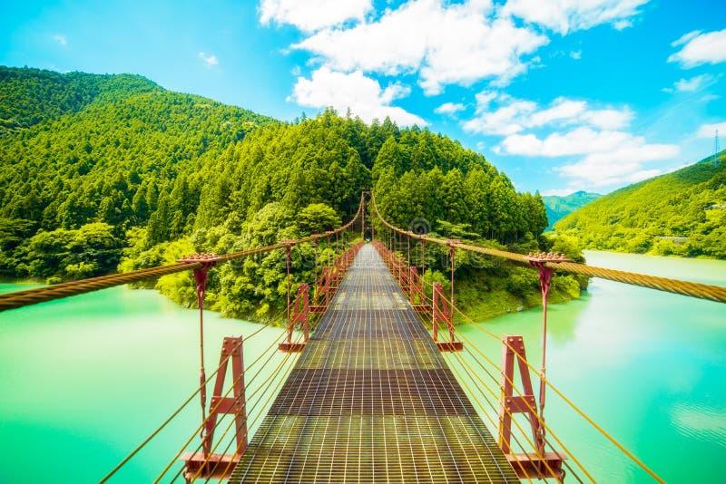 Γέφυρα πέρα από το φράγμα στοκ φωτογραφίες