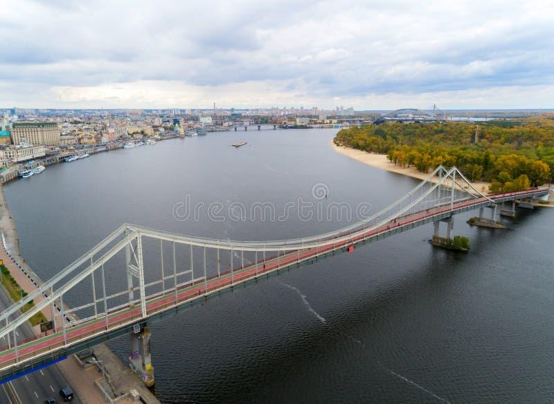 Γέφυρα πεζών στο Κίεβο στοκ εικόνα με δικαίωμα ελεύθερης χρήσης