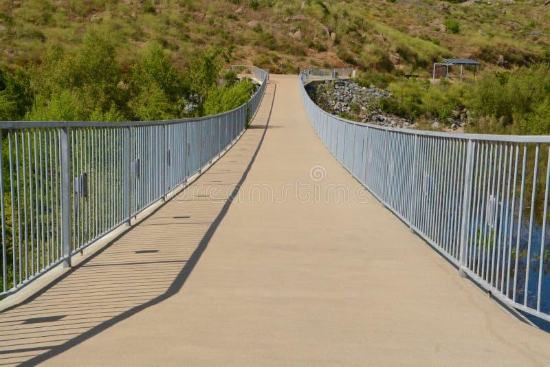 Γέφυρα περιπάτων πέρα από τη λίμνη Hodges στοκ φωτογραφία με δικαίωμα ελεύθερης χρήσης
