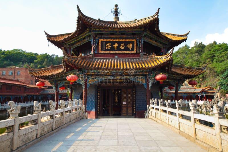 Γέφυρα πετρών στο ναό yuantong στοκ εικόνα με δικαίωμα ελεύθερης χρήσης