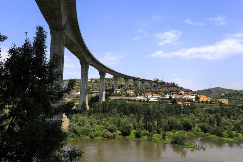 Γέφυρα ποταμών †«Miguel Torga Douro στοκ εικόνα με δικαίωμα ελεύθερης χρήσης