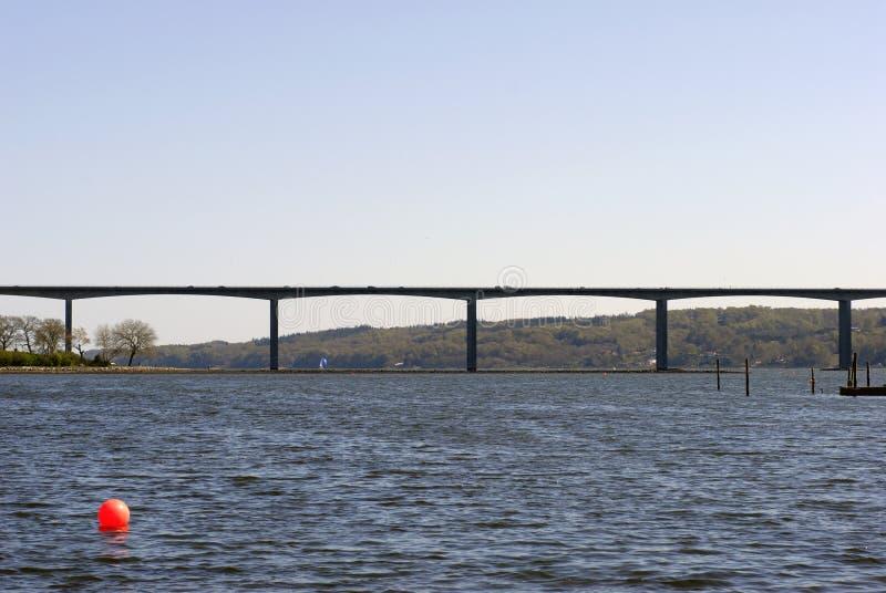 γέφυρα που διασχίζει το δανικό φιορδ vejle στοκ εικόνα