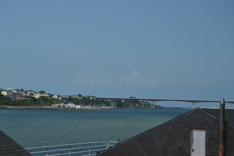 Γέφυρα που ενώνει Ribadeo με Castropol στην από την Κανταβρία θάλασσα στοκ φωτογραφία με δικαίωμα ελεύθερης χρήσης