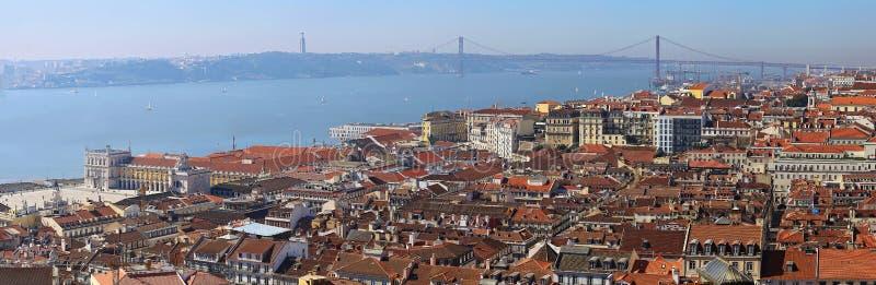 Γέφυρα που ονομάζεται μετά από 25ο του Οκτωβρίου στη Λισσαβώνα στοκ εικόνες