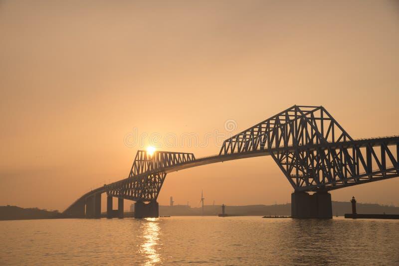 Γέφυρα πυλών του Τόκιο στο σούρουπο στοκ εικόνες