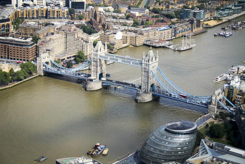 Γέφυρα πύργων η κορυφή του shard στοκ φωτογραφία με δικαίωμα ελεύθερης χρήσης