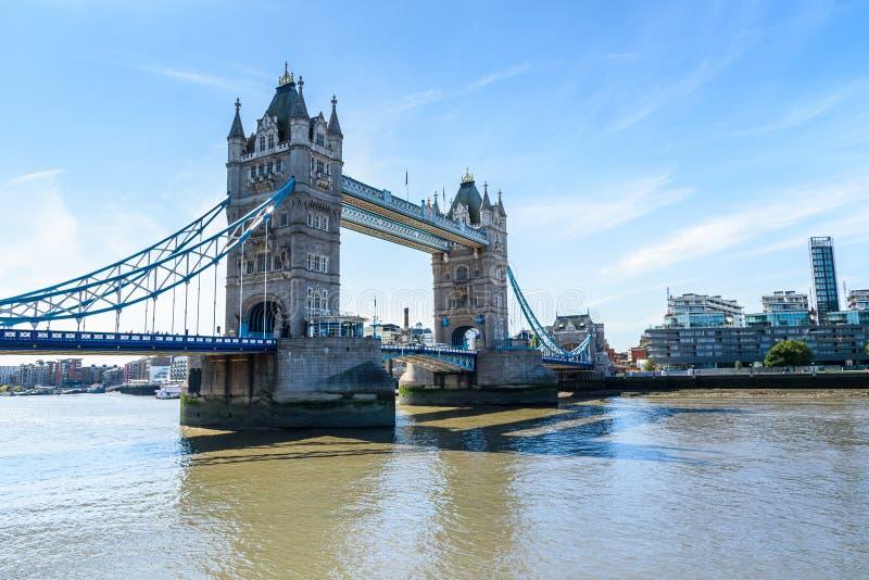 Γέφυρα πύργων πέρα από τον ποταμό Τάμεσης, Λονδίνο, UK, Αγγλία στοκ φωτογραφία με δικαίωμα ελεύθερης χρήσης