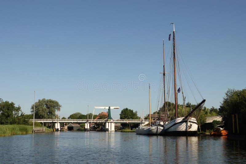 Γέφυρα σε Warten στη Φρεισία στις Κάτω Χώρες στοκ εικόνες