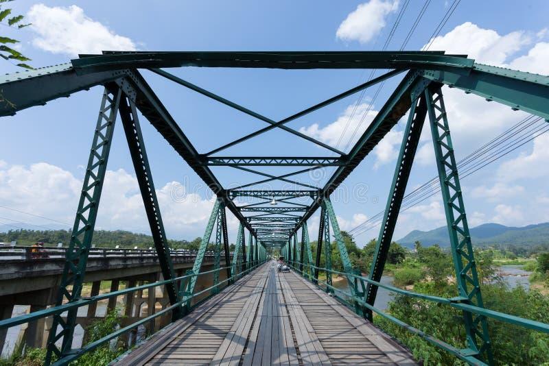 Γέφυρα σιδήρου στον ποταμό pai στοκ φωτογραφίες