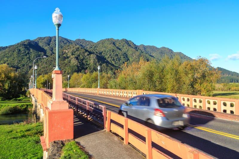 Γέφυρα στη μικρή πόλη της Νέας Ζηλανδίας, φθινόπωρο στοκ φωτογραφίες