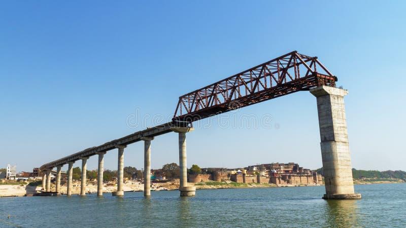 Γέφυρα στον ποταμό ganga στην Ινδία, Varanasi στοκ φωτογραφίες