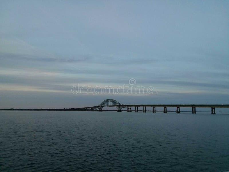 Γέφυρα στο βράδυ στοκ φωτογραφία με δικαίωμα ελεύθερης χρήσης