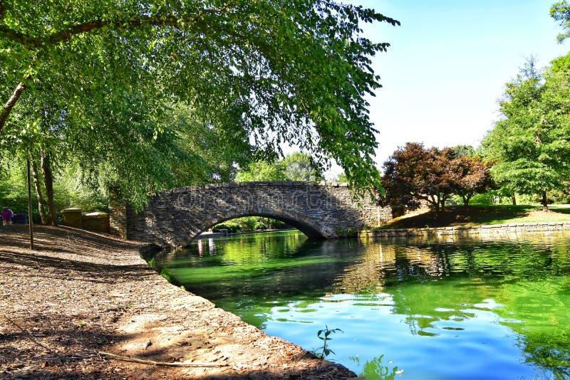 Γέφυρα στο πάρκο στοκ φωτογραφία