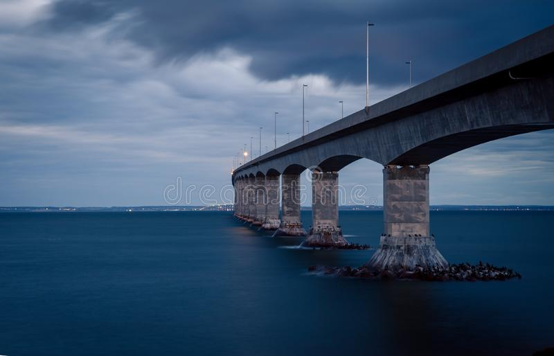 Γέφυρα συνομοσπονδίας σε PEI στοκ εικόνα με δικαίωμα ελεύθερης χρήσης
