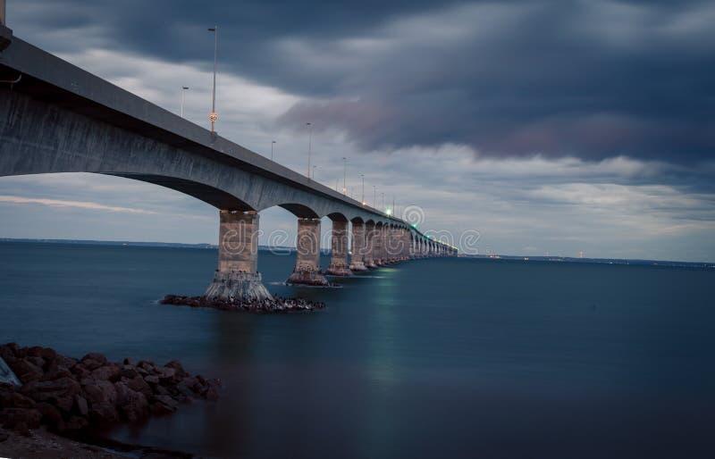 Γέφυρα συνομοσπονδίας σε PEI στοκ φωτογραφία με δικαίωμα ελεύθερης χρήσης