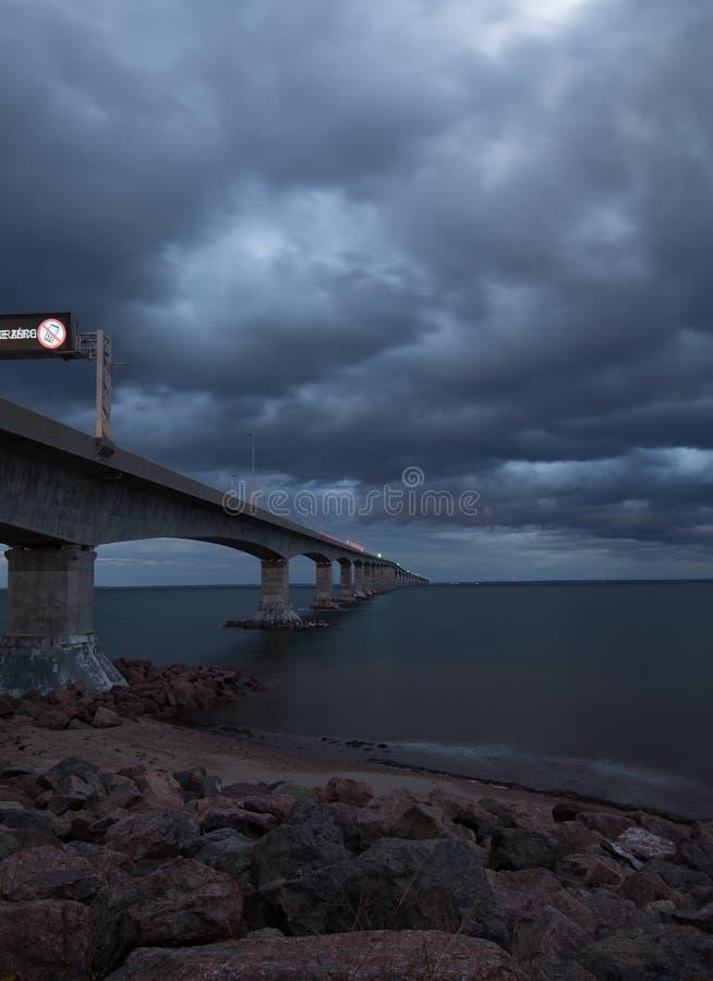 Γέφυρα συνομοσπονδίας σε PEI στοκ εικόνες