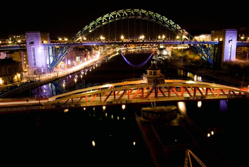 Γέφυρα Τάιν τη νύχτα στοκ εικόνες
