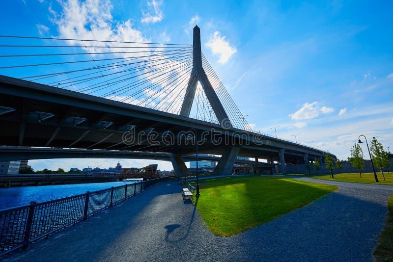 Γέφυρα της Βοστώνης Zakim στο Hill Μασαχουσέτη αποθηκών στοκ εικόνα