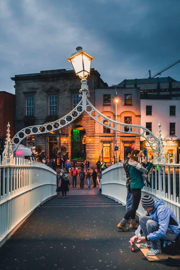 Γέφυρα της Μισής Πένας στο Δουβλίνο στοκ εικόνα