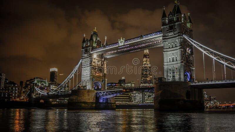 Γέφυρα του Λονδίνου και το Shard στοκ φωτογραφία