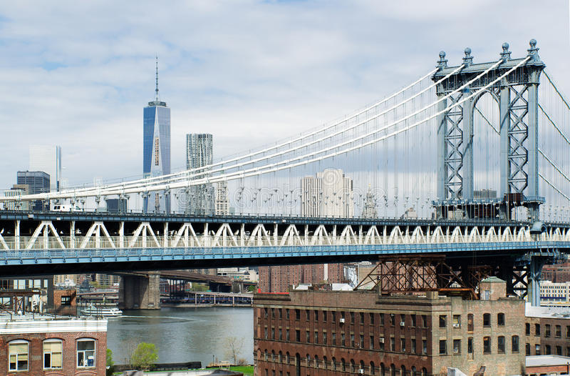 Γέφυρα του Μανχάταν, ο Πύργος της Ελευθερίας και η Νέα Υόρκη από Gehry Building στοκ φωτογραφία με δικαίωμα ελεύθερης χρήσης