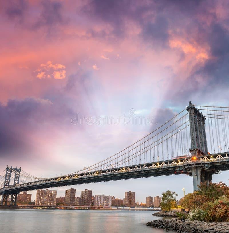 Γέφυρα του Μανχάταν στο ηλιοβασίλεμα στην πόλη της Νέας Υόρκης, ΗΠΑ στοκ φωτογραφίες