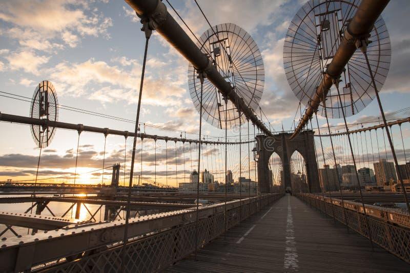 Γέφυρα του Μπρούκλιν στο χρόνο ανατολής στοκ εικόνα με δικαίωμα ελεύθερης χρήσης