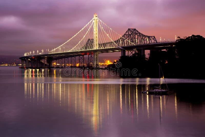 Γέφυρα του Όουκλαντ/νέα κόλπων του Σαν Φρανσίσκο στοκ φωτογραφίες με δικαίωμα ελεύθερης χρήσης