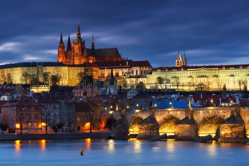 Γέφυρα του Charles και καθεδρικός ναός της Πράγας στοκ φωτογραφία