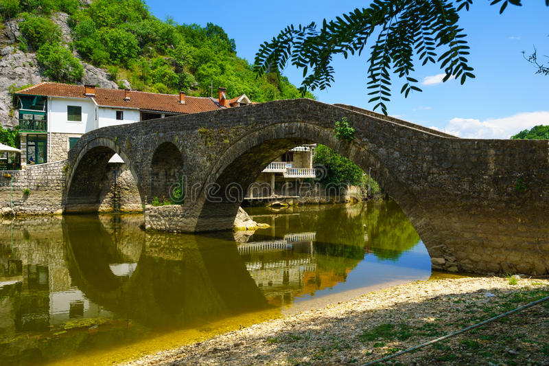 Γέφυρα του Rijeka Crnojevica στοκ εικόνες