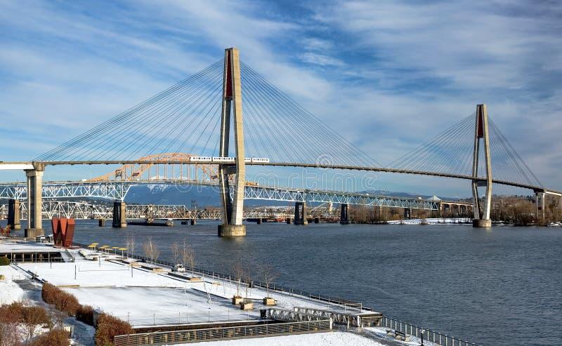 Γέφυρα τραίνων ουρανού, γέφυρα Pattullo και διαδρομή σιδηροδρόμου στο νέο Γουέστμινστερ στοκ φωτογραφία με δικαίωμα ελεύθερης χρήσης
