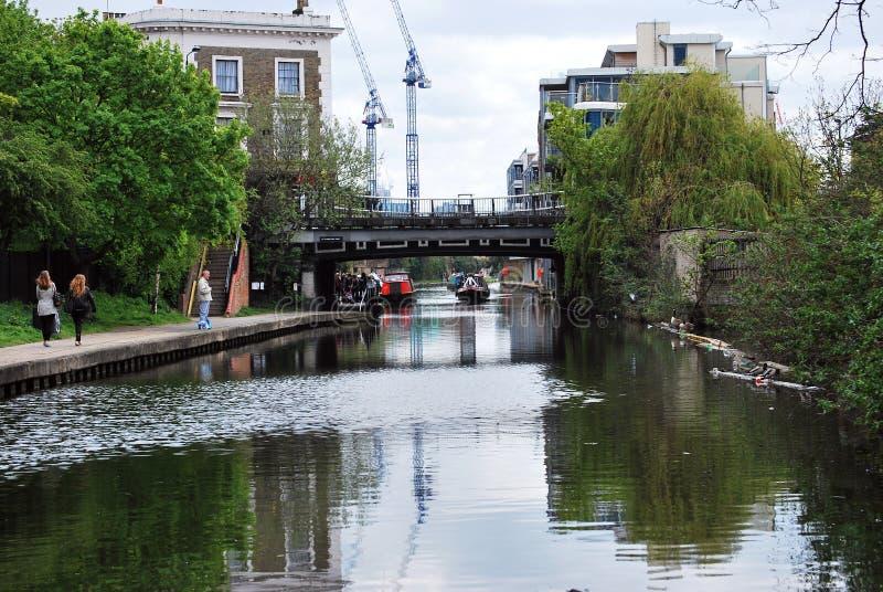 Γέφυρα τρόπων του ST Pancras πέρα από το κανάλι του αντιβασιλέα, Λονδίνο, Αγγλία στοκ φωτογραφίες με δικαίωμα ελεύθερης χρήσης